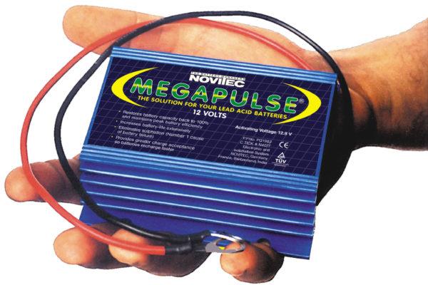 Megapulse Batteriepulser, baut die schädliche Sulfatierung an den Bleiplatten ab und verlängert dadurch die Lebensdauer der Batterien.