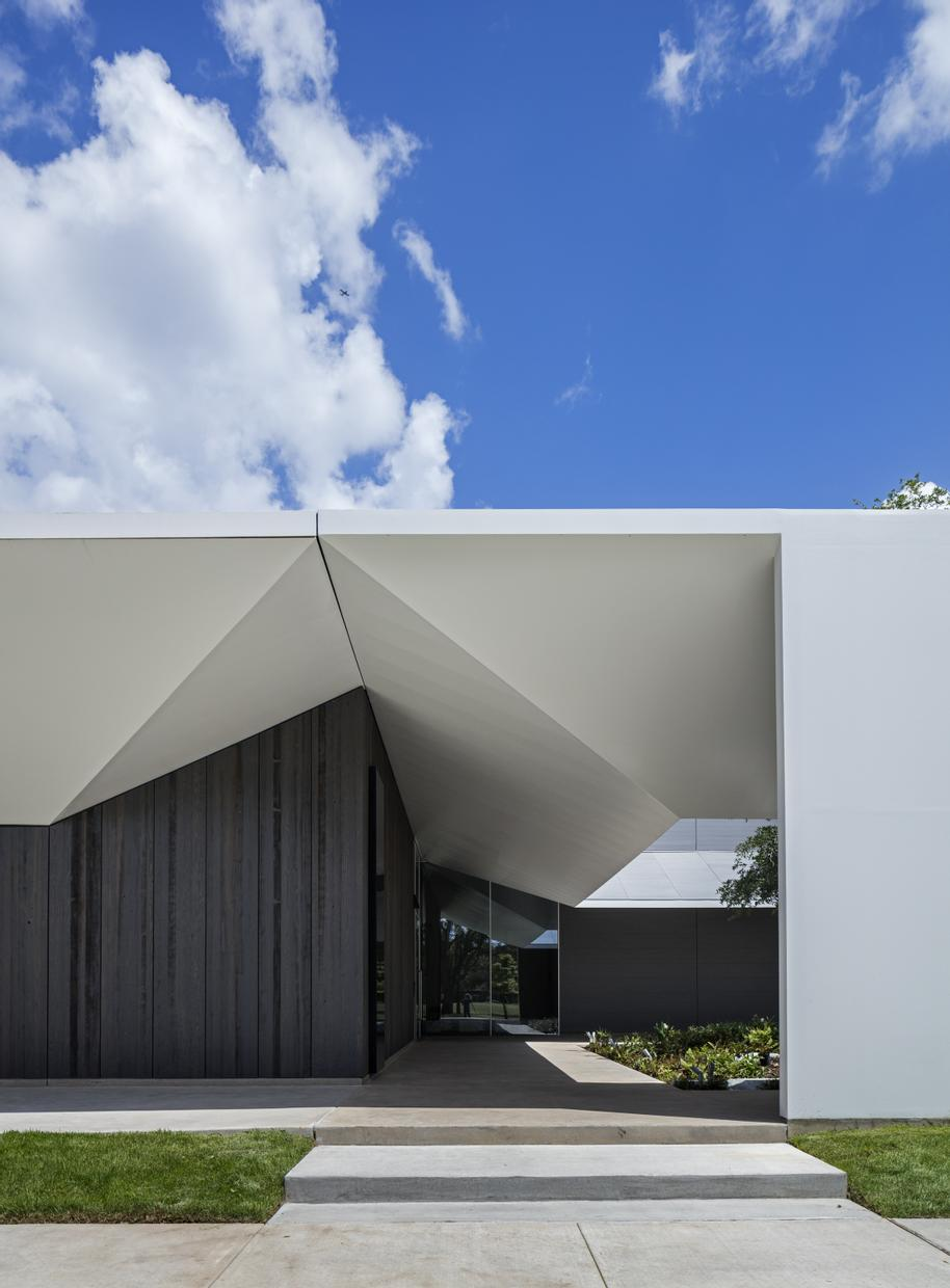Menil Drawing Institute hovering white steel plate roof